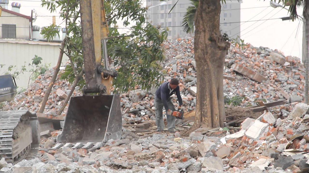 20140318 臺中13期重劃區 砍伐黑板樹 - YouTube