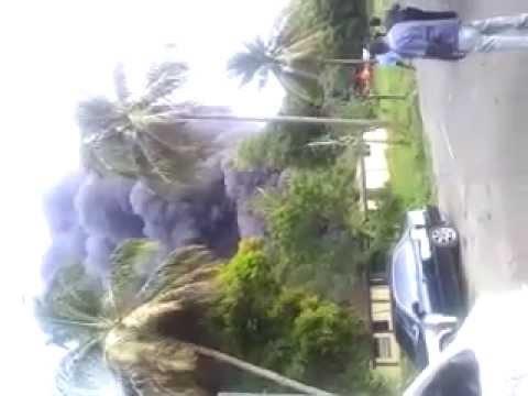 Incendio consume depósito de neumáticos en Santiago