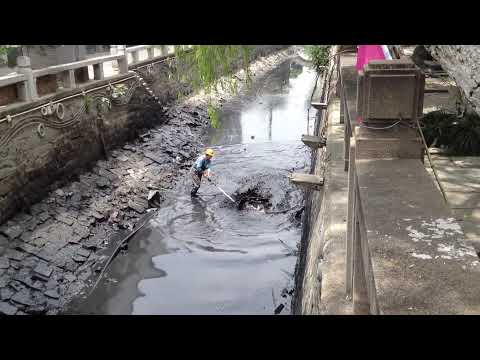 A dirty job cleaning Lindun Lu canal in Suzhou China
