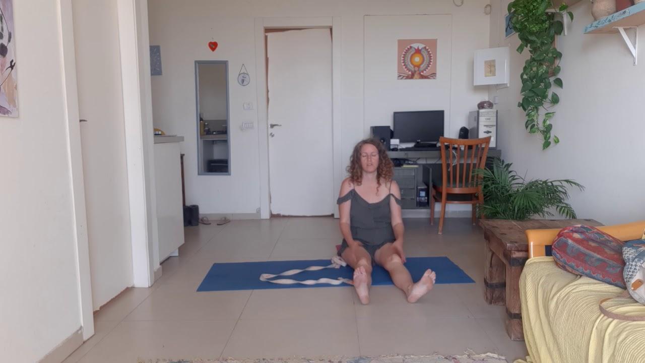יוגה להפחתת מתח וחרדה כולל נשימה בישיבה