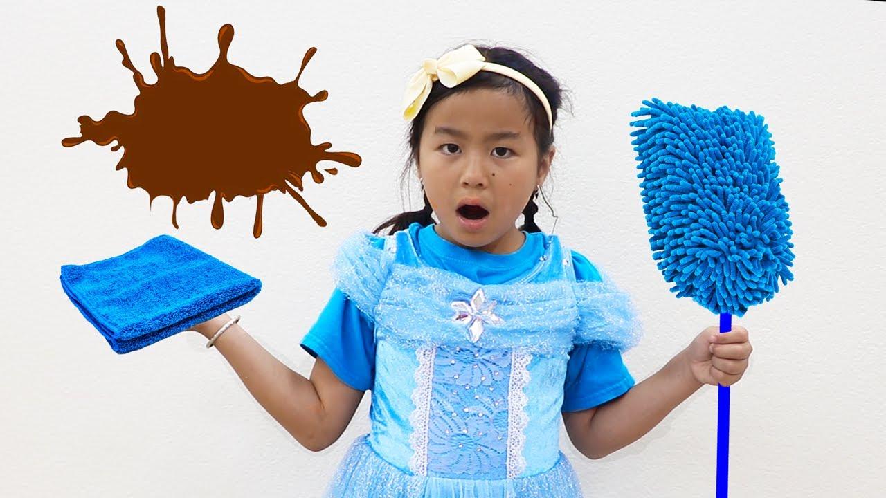 Jannie y amigos juegan con juguetes de limpieza | Videos para niños