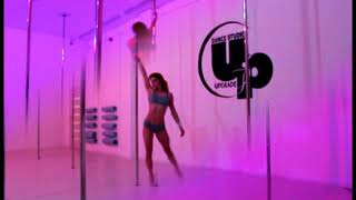 The girl is dancing on the pole/Девушка танцует на шесте