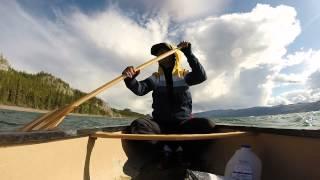 Face aux vagues du lac Laberge - CANADALASKA Thumbnail