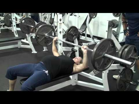 Pregnant Woman Benches Heavy Weight Bench Press At 9 Months Pregnant Weightlifting Youtube