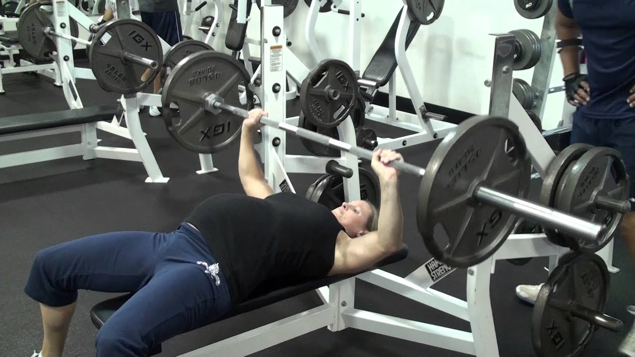 Pregnant woman benches heavy weight , bench press at 9 ...