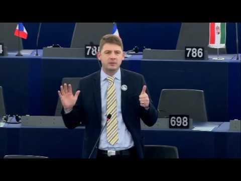 Petr Mach v EP: Frontex nechrání hranice, ale naopak dováží migranty do EU