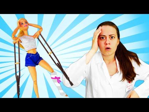 Игры для девочек - Кукла Барби сломала ногу? - Видео с игрушками у Доктора Ау.