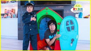 Ryan Pretend Play Police Helps Dadd...