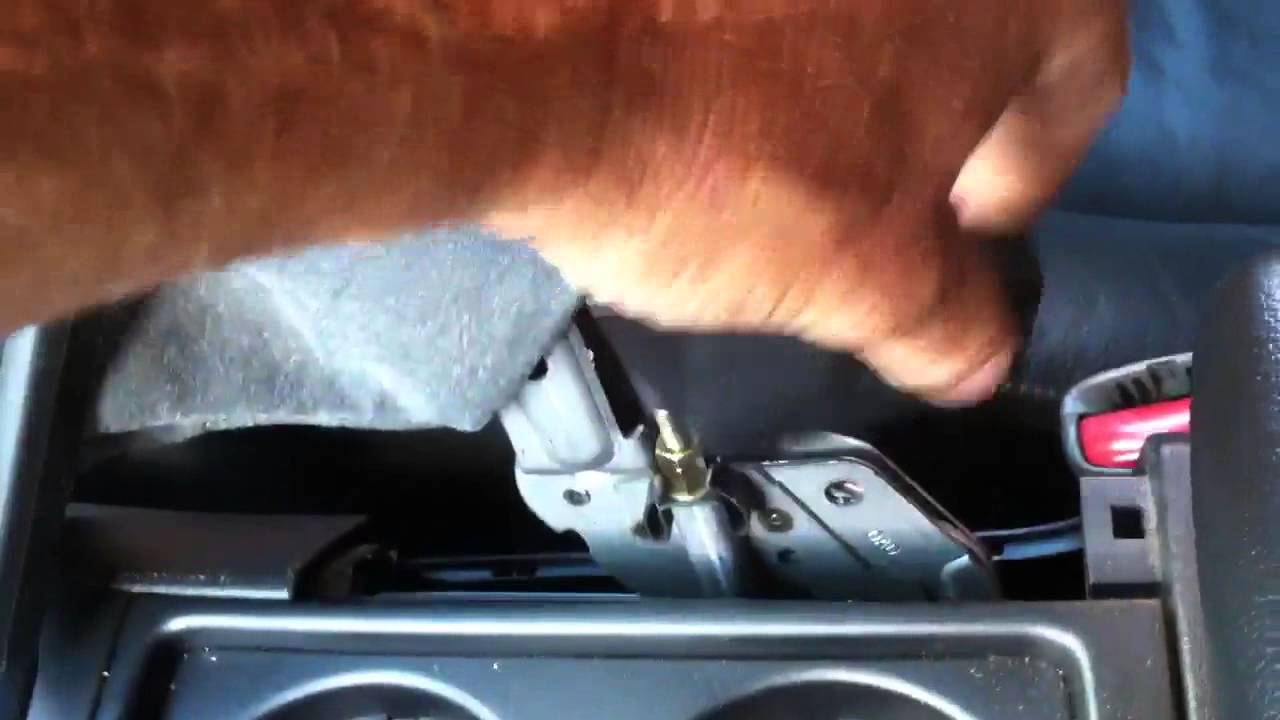 Adjusting a Volvo V70 D5 handbrake cable - YouTube