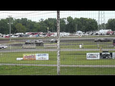 Arlington Raceway - Arlington, Minnesota - Racing action!