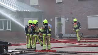 Beelden ter plaatse bij grote brand in Kesteren