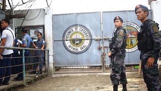 Video More than 150 inmates escape in Philippine jail raid download MP3, 3GP, MP4, WEBM, AVI, FLV Juli 2018