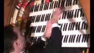 Jelani Eddington plays Of Thee I Sing on the Wurlitzer organ