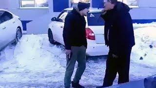 В Сети появилось видео конфликта водителей с монтировкой и пистолетом