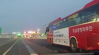 인천공항 고속도로에 진입하는 「도심공항리무진 by 한국…