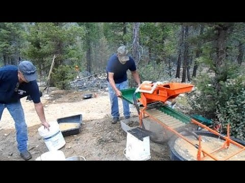 Finding Gold With The New Gold Fox Trommel Le Trap Sluice Box Set Up