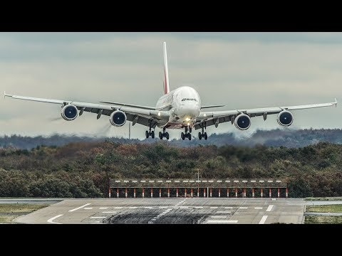 CROSSWIND LANDINGS during a STORM at Düsseldorf - AIRBUS A380, Boeing 787 ... (4K)