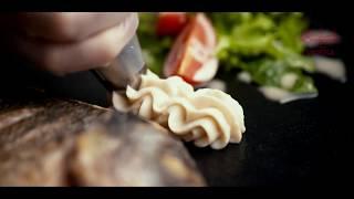 Дорада с древесными грибами и пюре из сельдерея