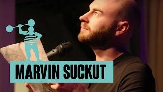 Marvin Suckut – Von Luxusproblemen, Erdbeeren und Pornoheften
