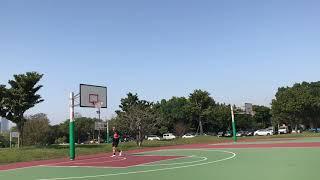 背著投籃「右邊35度夾角測距⋯背後投藍-注意出手點!」哈雷機車隊射手 華中橋籃球場 公園老鳥