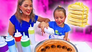 Halloween Pancake Art Challenge Хеллоуин Блинный Челлендж Вика против Мамы /// Вики Шоу