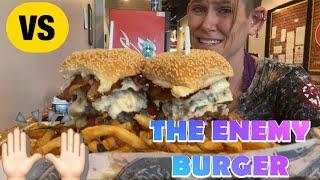 MOLLY VS THE ËNEMY BURGER | BUDDYS BURGERS | BEAT THR ENEMY | WOMAN VS FOOD