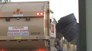 Wayne Curbtender Garbage Truck Knockin