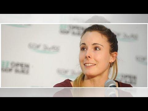 Download VIDEO – La joueuse de tennis Alizé Cornet s'en prend à son petit ami sur le cours, gros malaise…