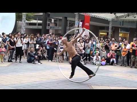Amazing Taiwan Coolest Street Performer - The Ring Man