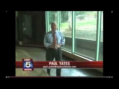 Gorilla Breaks Glass at Atlanta Zoo (News Report)