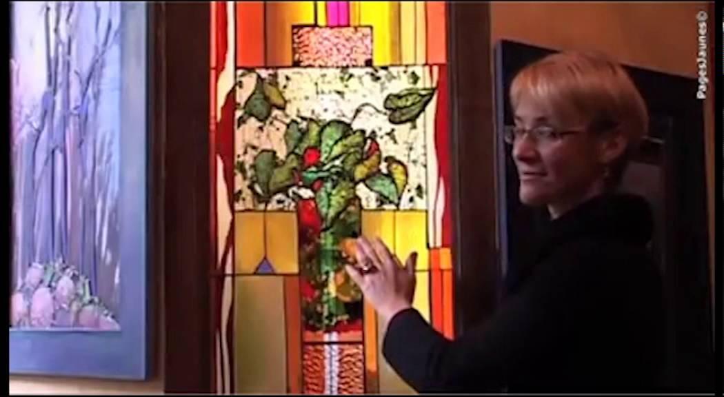 La maison du vitrail vitraux paris youtube for Andrieux la maison du vitrail
