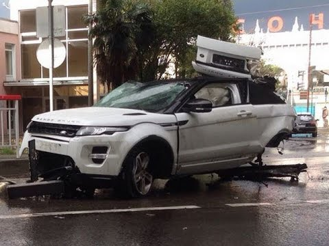 Car Accident : Range Rover Evoque Fall from a Bridge ...