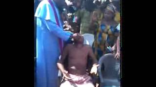 shocking fake miracle by a popular nigerian priest caught on camera by naijazy com
