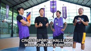 Jonatan Christie on a Basketball Court?? Cross Sport Challenge by Amartha Hangtuah.