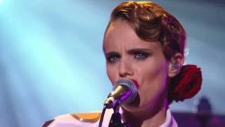 Anna Calvi – Eliza  (Live at the Mercury Prize Awards)
