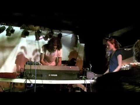 zodiac girls -  Black Moth Super Rainbow mp3