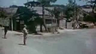 Repeat youtube video 日本兵がマッカーサーに敬意を表して背を向けて立っていた。