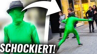 LEUTE ERSCHRECKEN mit grünem ANZUG!