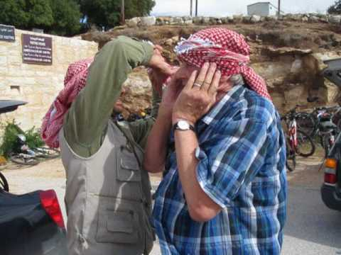 How to tie a keffiyeh at Mar Elias, Jordan