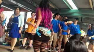 IRA bakul jamu ft mahasiswa HONG KONG, monggo di goyang