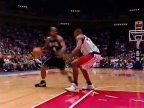 Corliss Williamson Posterizes Harrington