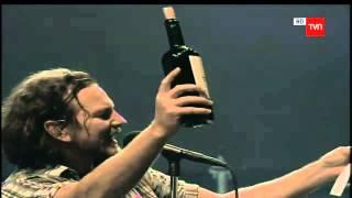"""Eddie Vedder: """"El Vino aquí es más rico que la chucha"""" (Pearl Jam, Lollapalooza Chile 2013)"""