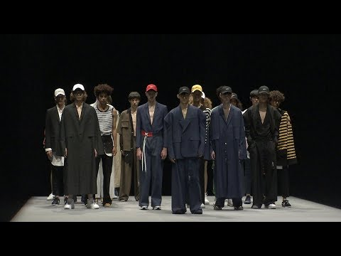 MUNSOO KWON S/S18 COLLECTION RUNWAY VIDEO