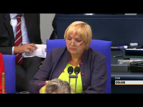 Claudia Roth unterbricht AfD Rede nach Schweigeminute für getötete Susanna aus Wiesbaden 3
