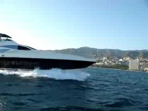 MOTOR YACHT LITOS IN ACAPULCO MEXICO