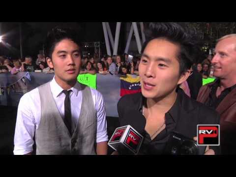 "Ryan ""Niga"" Higa and Justin Chon own the Twilight: Breaking Dawn Part 2 carpet!"