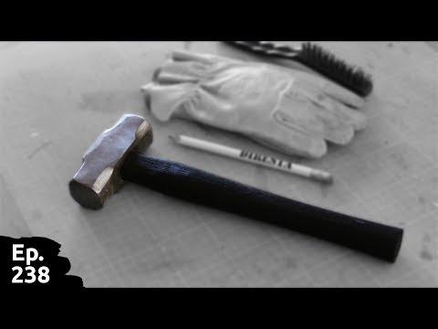 Restauration d'un vieux marteau - nettoyage du fer et fabrication d'un nouveau manche - Ep238