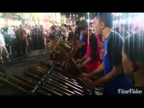 Music from the Road: Bamboo Music Street Performance