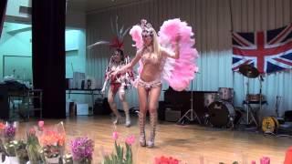 私らの演奏はトップバッターでしたが、最後のライブイベントは 大泉町在住のサンバチームの踊りでした!!! 私らの機材とイギリス国旗 最後は観客席に入って共に踊りだす凄い ...