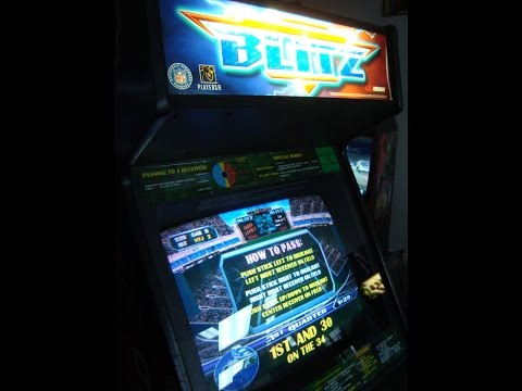 Midway's NFL BLITZ Arcade Game - Classic 90's Gameplay